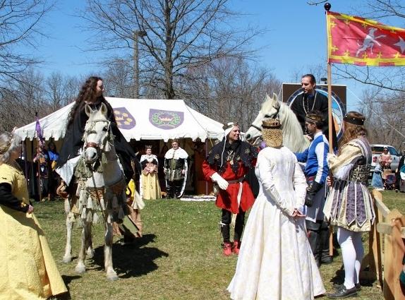 Edward and Thyra on horses