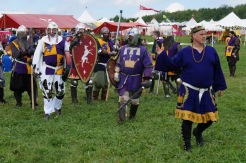 Duke Gregor leads his belted champions out on the field of Pennsic 42