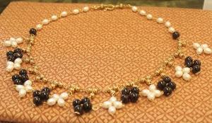 Anna Dokeianina Syrakousina, necklace of pearls and garnets