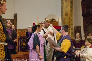 Brigantia anoints King Brennan and Queen Caoilfhionn with water from the Bay of the Mists