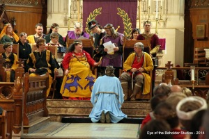 King Kenric awards Mistress Eleanor Lovell His cypher