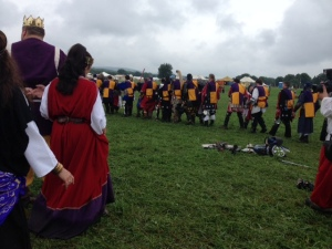 Unbelted champions of the East and Middle Kingdoms shake hands before the battle.  Photo courtesy of Baroness Leonete D'Angley.