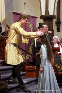 Edward III crowns Thyra II
