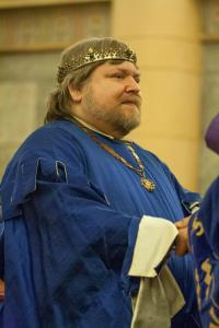 Baron Adhemar steps down as Baron of Dragonship Haven.  Photo courtesy of Cateline La Broderesse