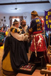 The new Baron and Baroness of Carolingia offer their fealty. Photo courtesy of Raziya Bint Rusa