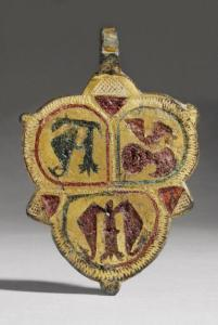 trilobed pendant