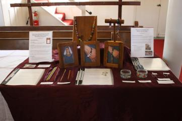 Mistress Elysabeth's display. Photo by Lord Berrick Grayveson.